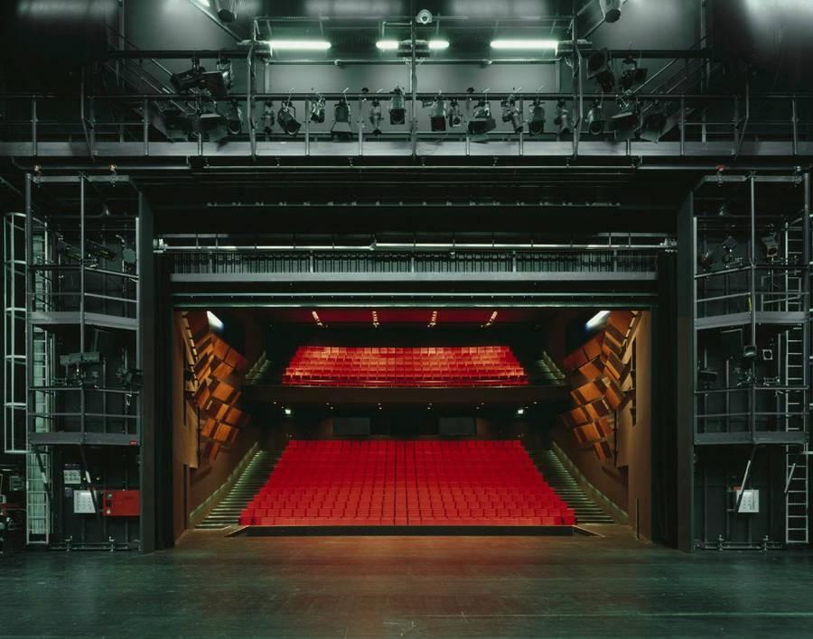 剧院的另一面